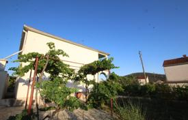Vinisce, detached house on a large plot for 340,000 €