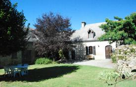 Property for sale in South - Pyrenees. Spacious villa with a beautiful garden, a pool and outbuildings, 12 minutes drive from the city center, Bagnères-de-Bigorre, France