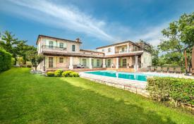 Houses for sale in Višnjan. Furnished villa with a garden, a swimming pool and a parking, Višnjan, Croatia