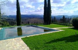 Luxury houses with pools for sale in Greve in Chianti. Estate with a swimming pool, a garden, and vineyards, Greve-in-Chianti, Florence, Italy