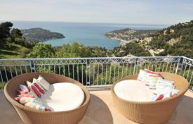 Villas and houses for rent with swimming pools in Villefranche-sur-Mer. Modern villa on the French Riviera between Nice and Monaco