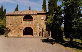Villas and houses for rent with swimming pools in Montalcino. Bibbianello