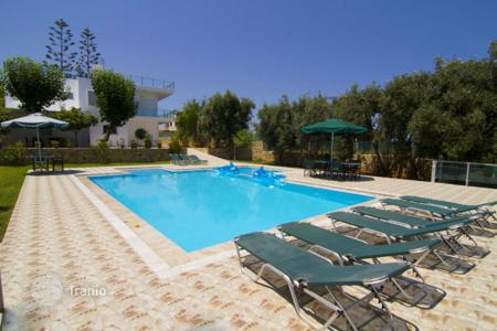 Villas and houses with pools to rent in Galatas. Villa - Galatas, Crete, Greece