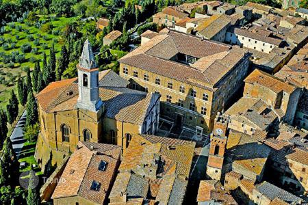 Property for sale in Pienza. Town house for sale in the historical centre of Pienza