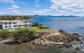 Luxury property for sale in Fréjus. Waterfront contemporary villa