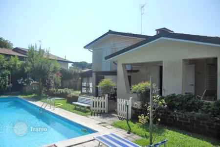 Houses with pools for sale in Veneto. Villa – Veneto, Italy