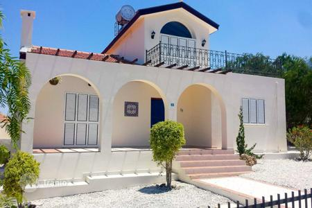 Property for sale in Kyrenia. Luxury villa in Kyrenia with pool near the sea