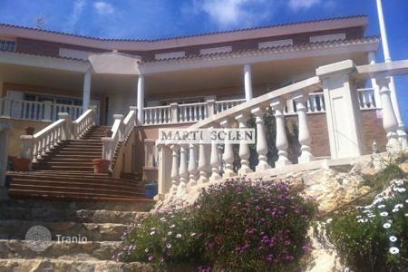 Houses with pools for sale in Cubelles. Villa – Cubelles, Catalonia, Spain