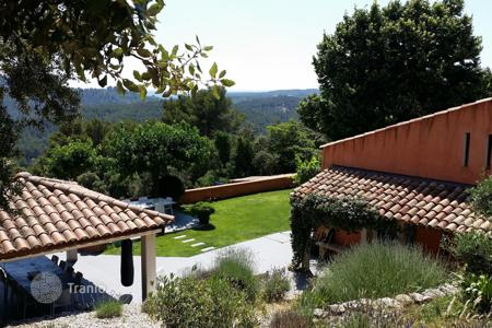 4 bedroom houses for sale in Bouches-du-Rhône. Close to Aix-en-Provence — Renovated villa