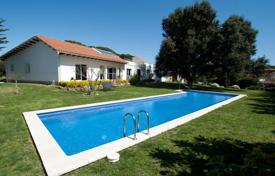 Property for sale in Palamós. Comfortable villa with a pool and a garden, 5 minutes walk from the beach, Palamos, Spain