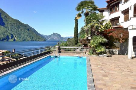 Apartments with pools for sale in Lombardy. Holiday home at Lake Lugano