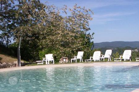 Villas and houses for rent with swimming pools in Urbino. Casa del Vescovo