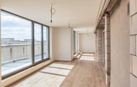 Penthouses for sale in Germany. Modern three-bedroom penthouse with a terrace of 80 m² and a view of the Frankfurt Gate, Friedrichshain, Berlin
