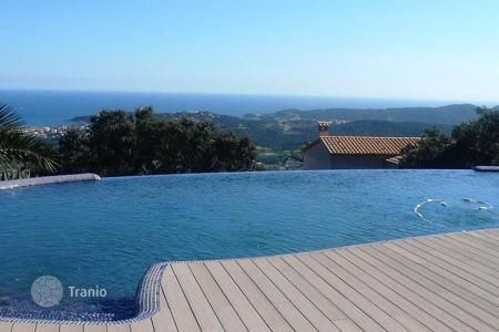 Luxury 5 bedroom houses for sale in Costa Brava. Luxury villa benefiting from panoramic sea views. Marvellous Mediterranean villa inished to the highest standard!