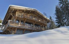 A beautiful chalet with an indoor pool located in Megeve for 2,450,000 €