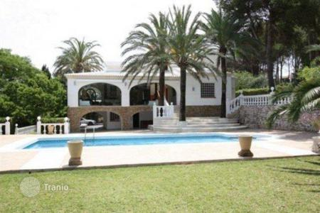 Luxury 6 bedroom houses for sale in Valencia. Villa of 6 bedrooms with pool and BBQ area in Jávea