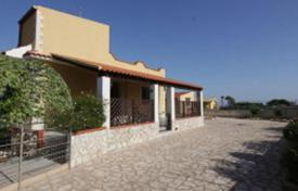 3 bedroom houses for sale in Sicily. Villa with a garden, at 300 m from the sea in Marina del Plemmirio, Sicily, Italy