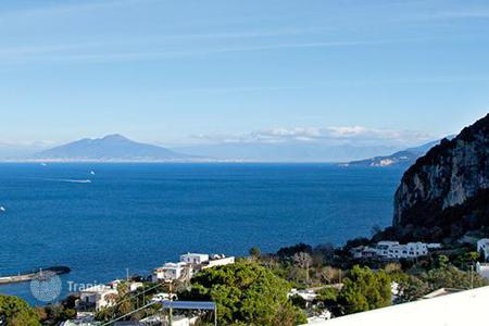 Villas and houses for rent with swimming pools in Capri. Dimora Storica