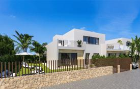 Houses with pools by the sea for sale in Valencia. New villa in a gated complex 100 m from the beach in Torre-de-la-Horadada, Alicante