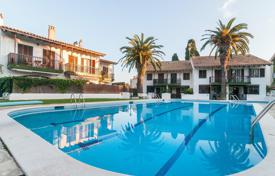 Coastal townhouses for sale in Catalonia. Townhouse near the beach, Sitges, Barcelona
