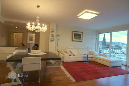 Coastal apartments for sale in Obalno-Cabinet. Apartment – Izola, Obalno-Cabinet, Slovenia