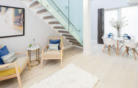 Residential for sale in London. Bright apartment with a balcony in an elite residence with a concierge, a garden and a roof terrace, London, UK