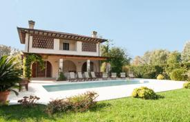 Luxury houses for sale in Lucca. Mediterranean style villa with swimming pool and garden in Forte dei Marmi, Tuscany