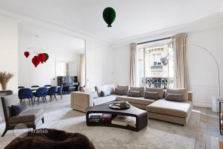 5 bedroom apartments for sale in France. Paris 7th District – A magnificent 326 m² apartment