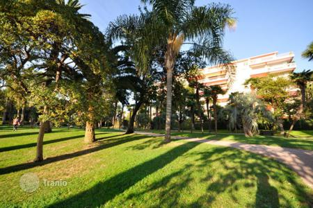 Coastal residential for sale in France. Apartment with park view, in 5o m to Mediterranean seashore, Nice, France