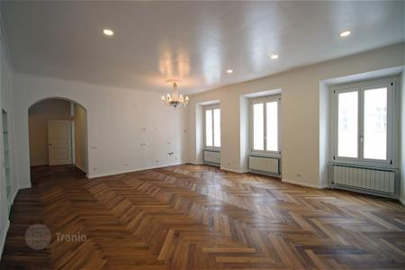 Property to rent in Slovenia. This is a superb, renovated classical apartment in the heart of the Old Town on Mestni Trg for rent