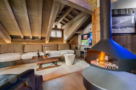 6 bedroom villas and houses to rent in Auvergne-Rhône-Alpes. Modern chalet with a cinema, in the center of Courchevel and at 45 meters from the slope and a ski lift