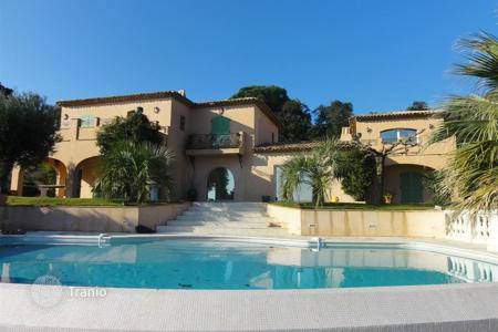 Houses with pools by the sea for sale in Côte d'Azur (French Riviera). FOR SALE BEAUTIFUL CHARMED HOUSE IN FRONT OF THE PAMPELONNE BEACH