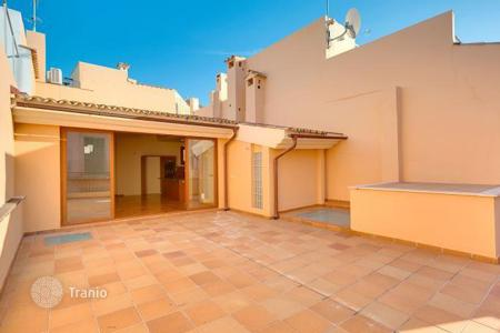Penthouses for sale in Palma de Mallorca. Sunny apartment with private terrace in Palma de Mallorca, Mallorca, Balearic Islands, Spain