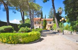 5 bedroom houses for sale in Cagnes-sur-Mer. Villa – Cagnes-sur-Mer, Côte d'Azur (French Riviera), France