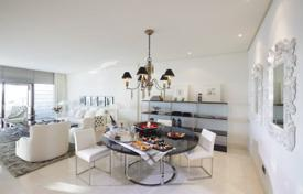 Luxury 3 bedroom apartments for sale in Estepona. Spacious penthouse with a pool and a sea view in a residence with a gym and a garden, on the first line from the sea, Estepona, Spain