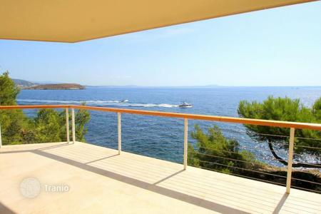 4 bedroom apartments for sale in Spain. Modern apartment with terrace and sea view in Cala Vinyas, Majorca, Balearic Islands, Spain