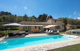Cannes back country — Close to amenities for 898,000 €