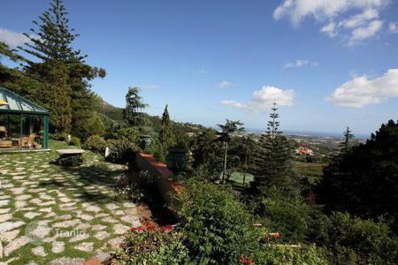 Houses with pools for sale in Alcabideche. Villa in the natural park of Sintra Cascais, Portugal