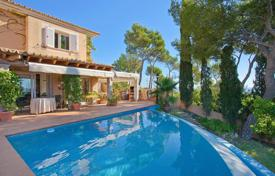 Luxury houses with pools for sale in Majorca (Mallorca). Mediterranean-style villa in Costa den Blanes, Mallorca, Spain. House with a garden, a pool and a jacuzzi, near a marina