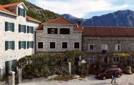 Coastal property for sale in Strp. The apartment is in an old house in the town of Strp