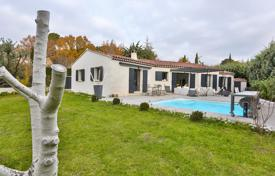 3 bedroom villas and houses to rent in Provence - Alpes - Cote d'Azur. Detached house – Provence — Alpes — Cote d'Azur, France