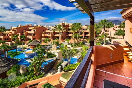 3 bedroom apartments for sale in Costa del Sol. Immaculate Frontline Beach Penthouse in Mar Azul, New Golden Mile, Estepona