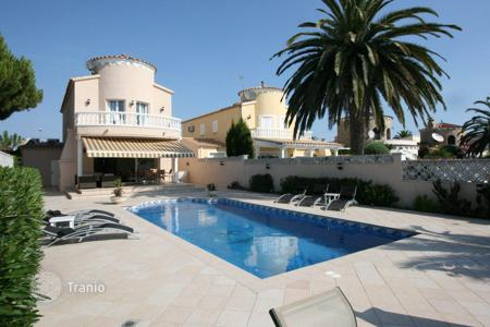 Houses with pools for sale in Empuriabrava. Villa – Empuriabrava, Catalonia, Spain