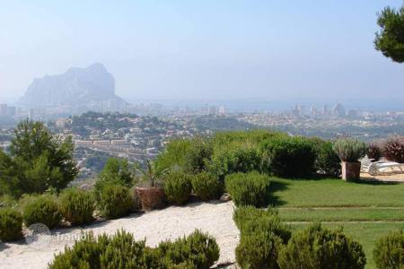 Luxury 4 bedroom houses for sale in Calpe. Villa of 4 bedrooms boasting sea-views in Calpe, Alicante