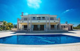 Residential to rent in Cyprus. This fabulous 7 bedroom villa offers the ultimate in luxury, space and privacy. Both inside and outside, the villa is stunning in