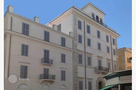 Luxury apartments for sale in Lazio. New perfect apartment on the square Borghese (piazza Borghese) near Via Condotti in a historic building completely renovated