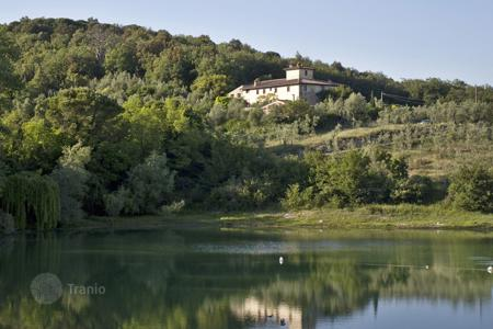 Villas and houses for rent with swimming pools in Rignano sull'Arno. Villa – Rignano sull'Arno, Tuscany, Italy