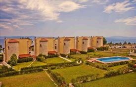 Houses with pools by the sea for sale in Kassandreia. Detached house – Kassandreia, Administration of Macedonia and Thrace, Greece