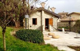 Houses for sale in Nibbiano. Qualitatively restructured mansion in the hills of the Val Tidone