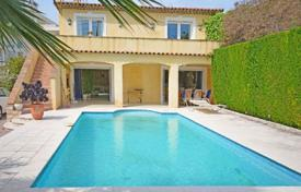 4 bedroom houses for sale in Vallauris. Villa – Golf Juan, Provence - Alpes - Cote d'Azur, France